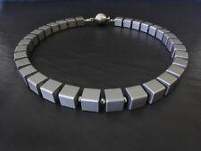 A Sign *Shade of Grey*Design Kette Aluminium-Würfel Massiv Edelstahl Magnet Grau