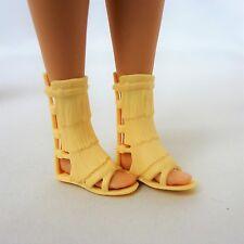 Barbie Piatto Con Cinturino Pantofole Con Finta taglia si adatta a piedi piatti bambola Sinuosa