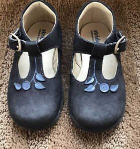 Navy Blue Leather Mary Jane Stride Rite Shoes With Flowers Size 6 1/2 W Toddler