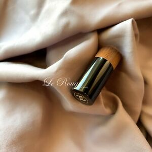 New CHANEL Les Beiges Water-Fresh Teint MINI Foundation Brush SAMPLE SIZE