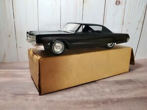 1967 Chrysler 300 Three Hundred Hardtop Dealer Promo 1:25 Plastic Model Car
