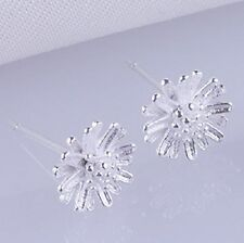 Sweet and delicate small silver tone daisy stud earrings, 50s, 60s 70s retro