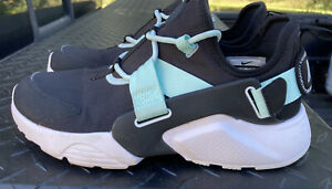 Nike Air ..Huarache City Low Black And Green ..AH6804-10..SIZE 9.5..Very Nice