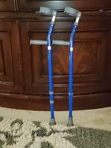 """Walk Easy Model 572 Youth 3 1/2"""" Full Cuff Adjustable Forearm Crutches"""