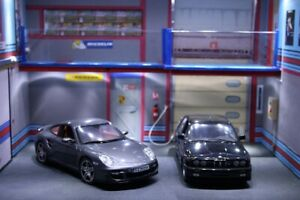 Diorama 1/18  atelier garage Martini Porsche BMW  1:18  car service center