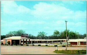Columbia, Tennessee Postcard JAMES K. POLK MOTEL Highway 31 Roadside c1950s