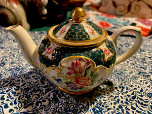 James Sadler Miniature Teapot Heirloom Collection Imperial 4735 Made in England