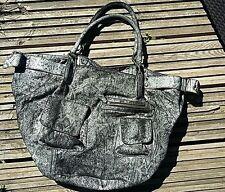Sac en cuir IKKS modèle fisherman - gris python