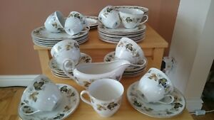 Royal Doulton LARCHMONT TABLEWARE - VARIOUS ITEMS – Beautiful Condition