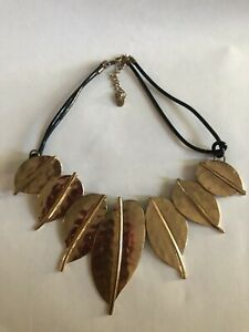 Gold Leaves Pendant Necklace