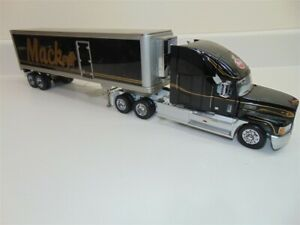 Franklin Mint Mack Conventional Tractor/Sleeper Cab w Refrigerated Trailer 1:32
