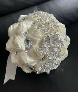 Ivory 18cm Diameter Wedding Bouquet With Crystal Rhinestones And Pearl