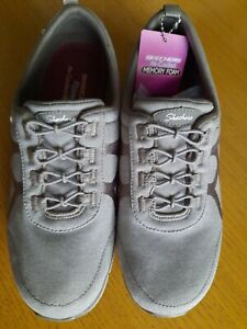 Skechers Relaxed Fit Taupe Bungee Trainers Size 4 bnib