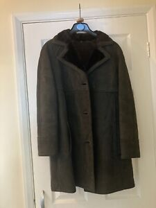 Vintage Ladies Sheepskin Coat Size 12/14 (?)  Used but Excellent condition