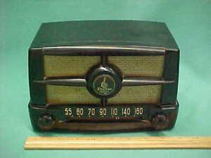 Vintage 1940's Emerson Bakelite Tabletop Tube Radio Model 587 Series