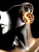 DAZZLING 1960'S CROWN TRIFARI GOLD-TONE TOPAZ BROWN RHINESTONE CLIP EARRINGS