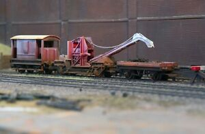 OO gauge abandoned mobile crane heavily rusted and weathered. Ref 1A