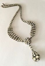 Attractive 1930s costume necklace, in base metal set w clear sparkly pastes