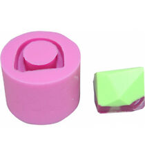 Retro faceted pyramid Ring Mould R10