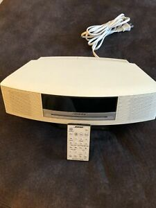 Bose Wave Music System Model AWRCC2. Gently used, looks, works and sounds great!