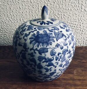 CHINESE VINTAGE LARGE BLUE & WHITE GINGER / STORAGE JAR