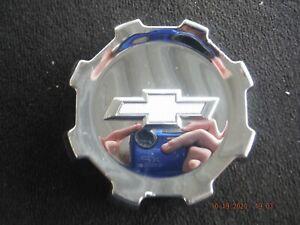 15 16 17 18 Chevy Silverado HD 2500 3500 OEM chrome center cap 22910731
