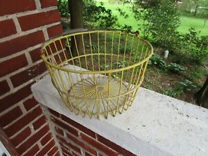 VINTAGE LARGE HEAVY DUTY METAL WIRE YELLOW COATED FARM EGG BASKET CHICKEN #2