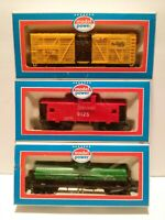 Model Power Lot of 3 Train Cars w/Boxes HO SCale