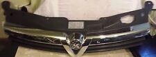 Vauxhall Astra H 5 Puerta Parachoques Delantero Parrilla Cubierta Cromo Placa 13108471 Genuino