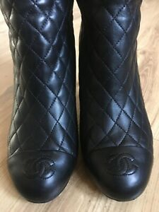 Authentic CHANEL black leather quilted high  boots logo CC. Eu 38.5 C( US 7,5/7)