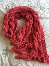En tricot épais long rose foncé écharpe avec frange