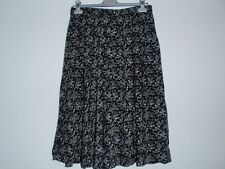 St Michael Beautiful Ladies Black Floral Skirt Size UK 14, EUR 42, 100% Viscose