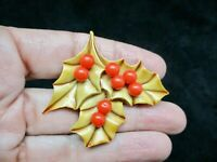 Vintage XMAS 1960's HOLLY Lucite Brooch/Pin