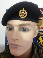 IRAQ/ IRAQI MINISTRY OF INTERIOR BLACK BERET WITH POLICE GOLDEN PIN BADGE.