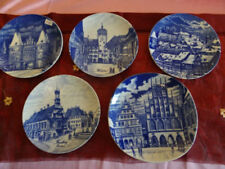 Zeitgenössische Sammel- & Zierteller aus Porzellan mit Weihnachts-Thema
