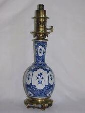 07D18 ANCIENNE LAMPE A PÉTROLE FAÏENCE DE DELFT BRONZE ET VASE DÉCORS CHINE XIXe