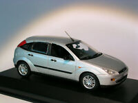 Ford Focus 5 portes   au 1/43 de MINICHAMPS