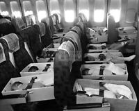 """BABIES ONBOARD A PLANE DURING /""""OPERATION BABYLIFT/"""" IN 1975-8X10 PHOTO DA-610"""