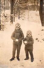 BJ027 Carte Photo vintage card RPPC Enfant neige bonnet paysage sport hiver