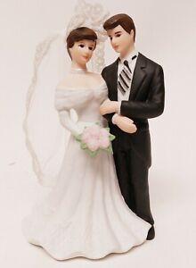 """Lefton Bride and Groom Porcelain  Wedding Figurine Beautiful Used 6"""" Tall 10634"""