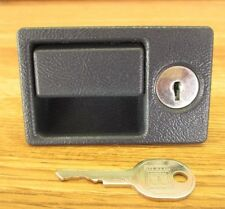CADILLAC GLOVE BOX LATCH WITH KEY FOR LOCK DK. SAPPHIRE FITS MANY1994-02 OEM GM
