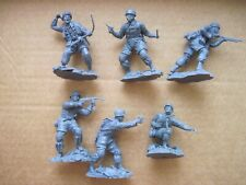 Plastic Platoon German Paratroopers 1/32  with small damages