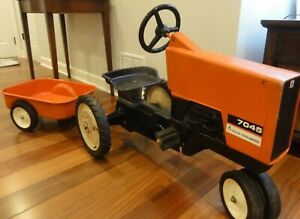 Vintage Rare Allis Chalmers 7045 Pedal Tractor with trailer