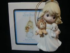 yn Precious Moments-Ornament-Nativity-Girl Holding Lion/Lamb-Peace On Earth