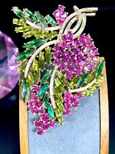 RARE CROWN TRIFARI GOLD-PLATED EMERALD FUCHSIA OLIVINE RHINESTONE FLORAL BROOCH