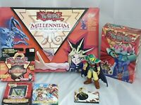 Konvolut mit 7 Yu-Gi-Oh Artikeln, u.a. Millennium Spiel, 2x Karten Deck, Figur