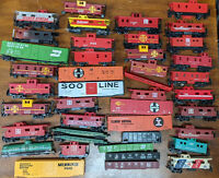 HO ROLLING STOCK MIXED LOT OF 42, VINTAGE. JUNKYARD..CABOOSE. TYCO, MANTUA, ETC