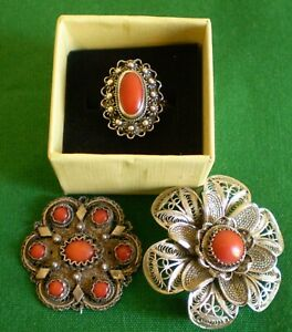 SILVER FILIGREE CORAL BROOCH, RING & SMALLER BROOCH THAT IS MISSING A CATCH