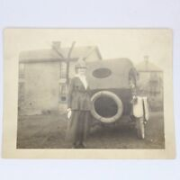 VTG 1910s 20s Automobile Woman Hat Girl in Car Black White House Haunting Photo