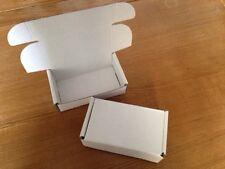 Pequeñas cajas de cartón embalaje